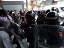 Es veu la repressió de la Guardia Civil contra la gent